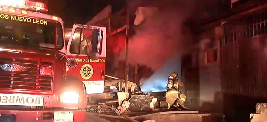 Foto Incendio consume carpintería en Monterrey 9 abril 2019
