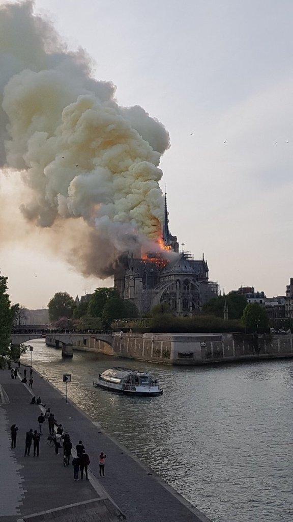 Incendio en la Catedral de Notre Dame, en París,