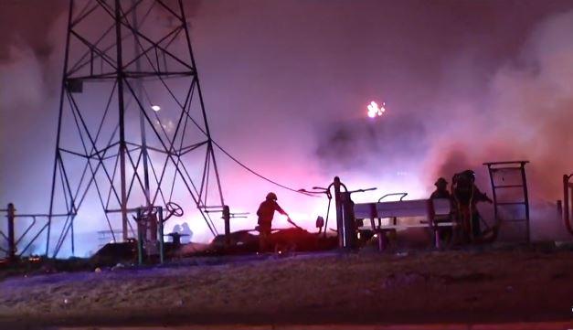 Foto: Un incendio consumió varios talleres de madera clandestinos en la colonia Santa Martha Acatitla, 24 abril 2014