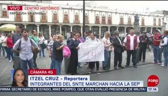 Foto: Integrantes del SNTE marchan hacia la SEP