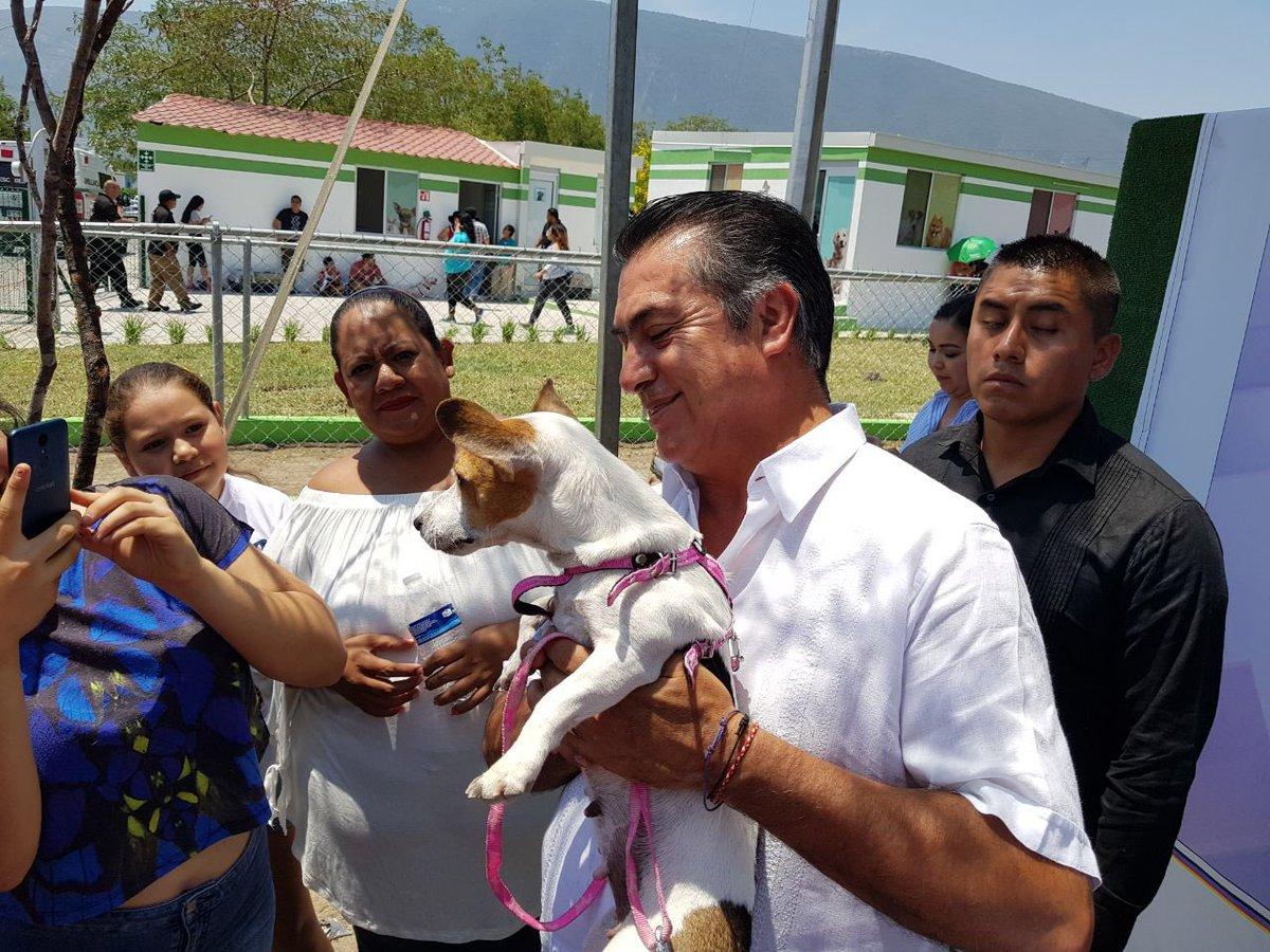 foto 'El Bronco' adopta a perrito que cuidó a su dueño atropellado por el tren 30 marzo 2019