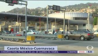 Jóvenes encapuchados toman caseta México-Cuernavaca