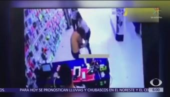 Jóvenes pelean dentro de tienda de celulares en Chalco, Edomex