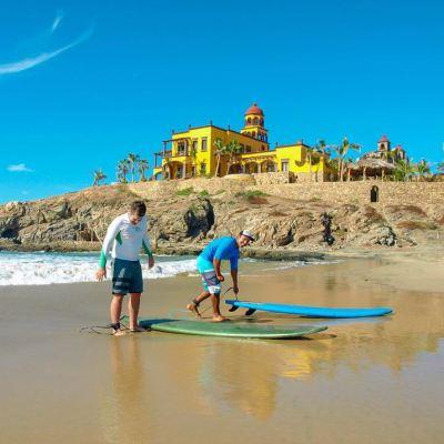 Los Cabos, sitio ideal para practicar y aprender a surfear