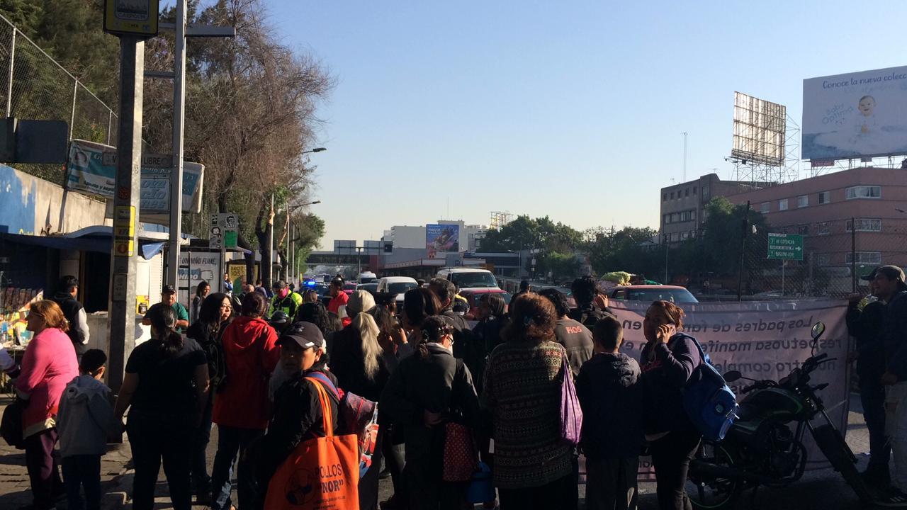 Foto Manifestantes bloquean la circulación en Eje 7 Sur y Tlalpan 11 abril 2019