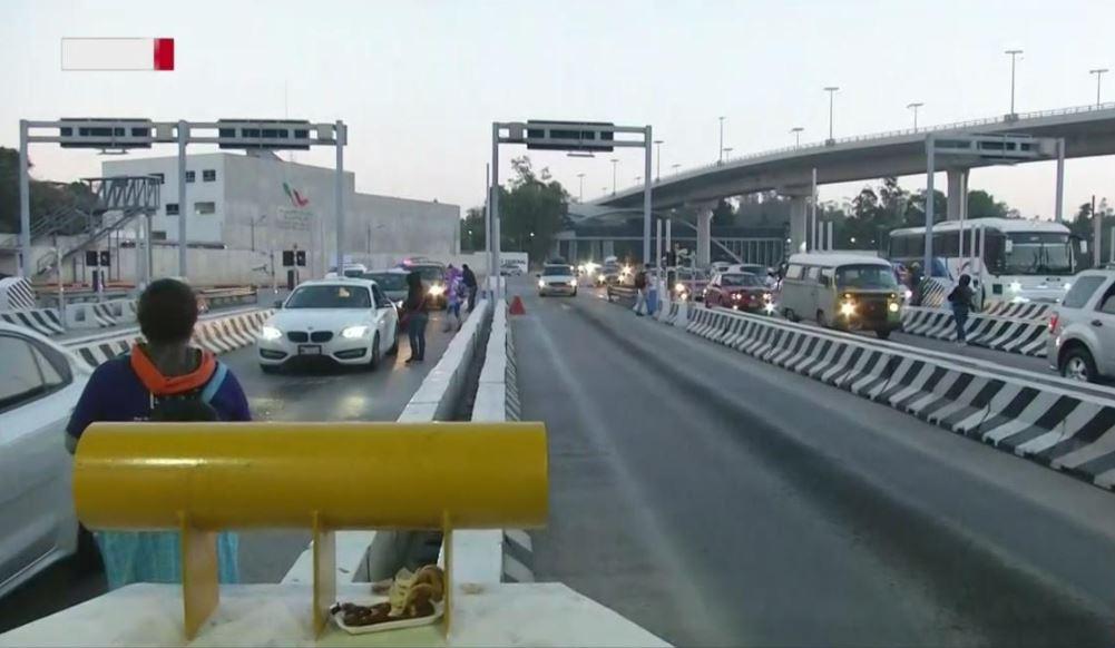 Foto Toman caseta de autopista México-Cuernavaca por segundo día 18 abril 2019