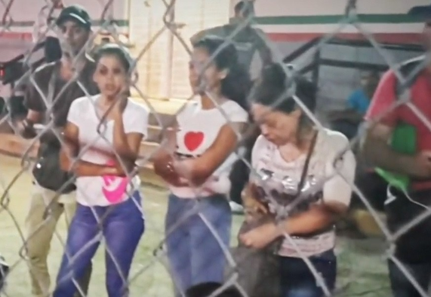 Migrantes cubanos son detenidos en Huixtla; denuncian extorsiones