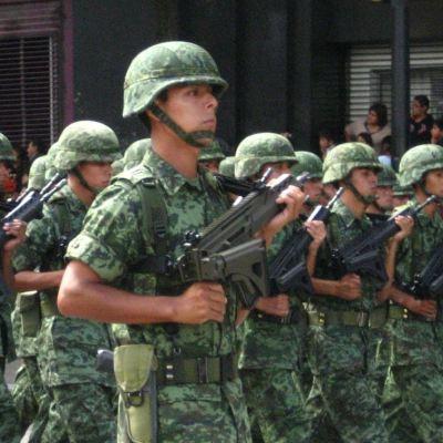 Calderón tiene 12 militares del Ejército Mexicano para su seguridad y Fox 5: AMLO