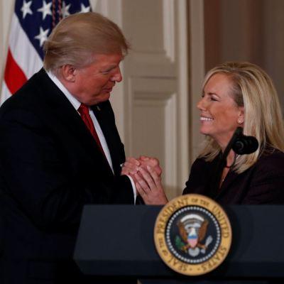 Nielsen, la encargada de separar familias migrantes que no conquistó a Trump