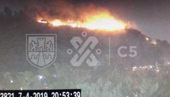 Foto: Se registra un incendio en el cerro que está frente a una tienda comercial de Indios Verdes, en la Colonia Rosas del Tepeyac, en la alcaldía Gustavo A. Madero, abril 7 de 2019 (Twitter: @C5_CDMX)