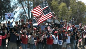 Foto: Personas dan la bienvenida a Trump en California, 5 de abril de 2019, Estados Unidos