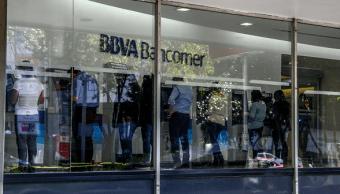 Foto: Personas en un banco de la Ciudad de México, 9 de noviembre de 2018