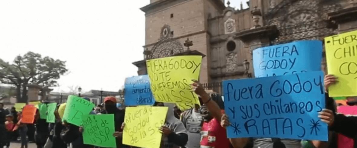 OTO Policías de Michoacán protestan por mejores condiciones laborales (Noticieros Televisa 29 abril 2019)