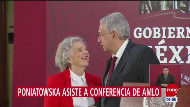 Poniatowska visita a AMLO en conferencia matutina