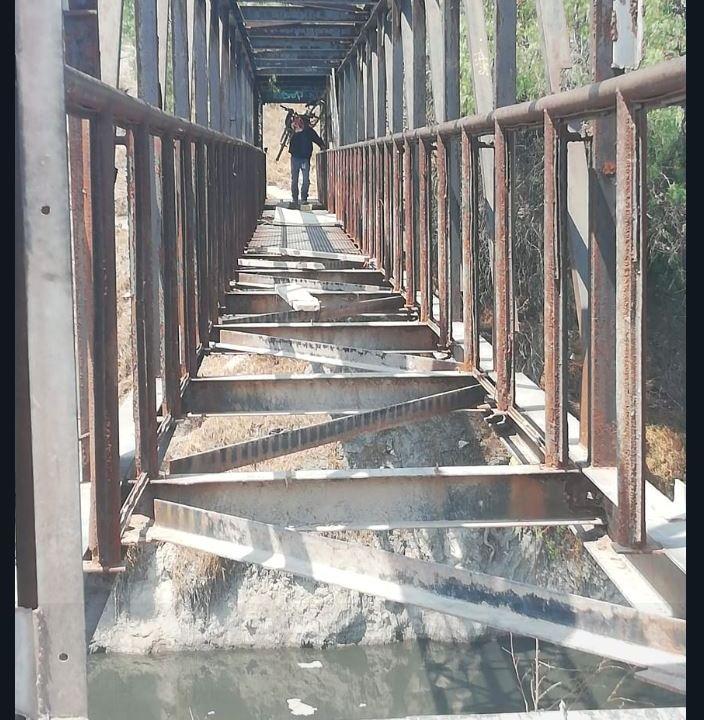 Clausuran 'el puente de la muerte' en Ecatepec; piden puente seguro a autoridades