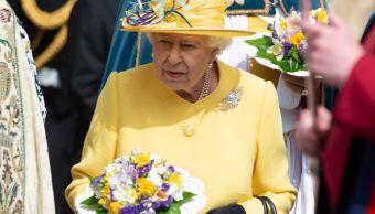 Foto: La reina Isabel II de Inglaterra asiste a las celebraciones de Jueves Santo en la Capilla de San Jorge, en el castillo de Windsor en Reino Unido, 21 abril 2019