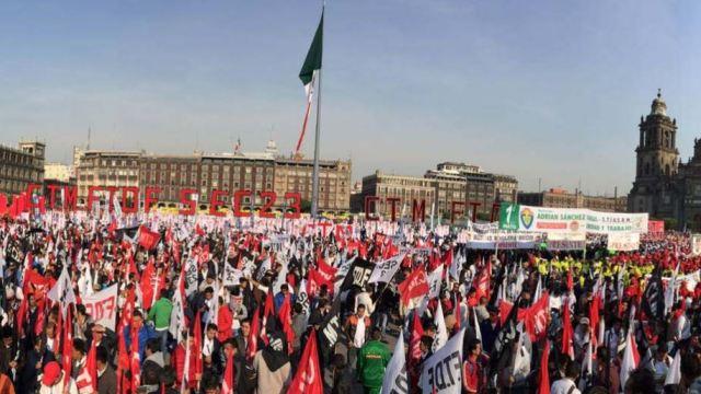 Foto: Diversas organizaciones gremiales se reunieron en el Zócalo capitalino, 12 abril 2019