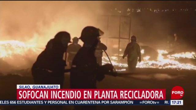 FOTO: Sofocan incendio en planta recicladora en Silao, Guanajuato, 27 ABRIL 2019