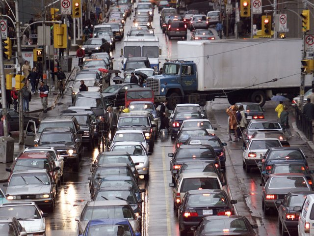 Tránsito vehicular en Toronto, Canadá (Reuters)