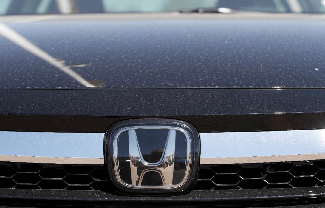 Foto: Vista de frente de un carro Honda