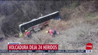 Foto: Volcadura de camión deja 24 heridos en Guerrero
