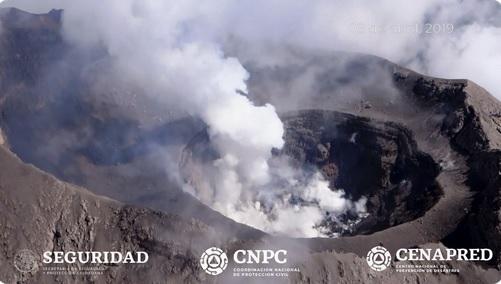Foto: Realizan sobrevuelo al cráter del Volcán Popocatépetl, 9 abril 2019. Twitter @CNPC_MX
