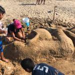 Foto: En la playa de Zipolite se realizó un concurso de figuras de arena, 25 abril 2019
