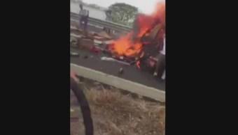Foto: Rescatan a conductor de un tráiler, que permanecía inconsciente mientras su vehículo se incendiaba, 18 mayo 2019