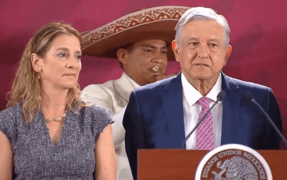 Foto: López Obrador y su esposa lucen emocionados al escuchar 'Amor eterno',10 de mayo de 2019, Ciudad de México