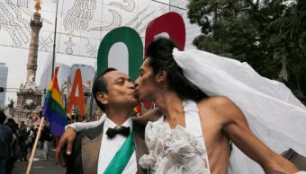 FOTO AMLO descarta ley federal para matrimonio igualitario en México (AP cdmx 2016)
