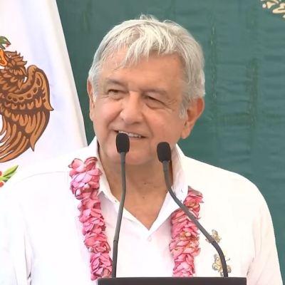 AMLO anuncia subasta en Los Pinos de autos de lujo y residencias decomisados