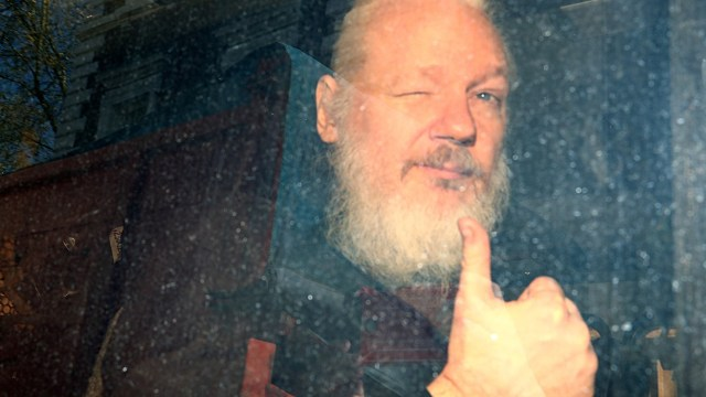 Julian Assange, condenado a 50 semanas de cárcel por un tribunal londinense