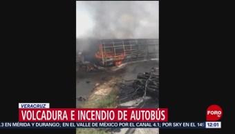 Camión de pasajeros vuelca y se incendia en carretera Acatzingo-Ciudad Mendoza