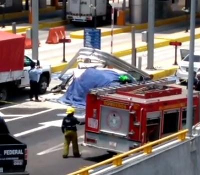 Muere pareja durante choque en caseta de la México-Toluca