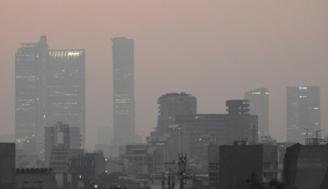 Foto: Ambiente brumoso por contaminación atmosférica en la Ciudad de México, mayo 11 de 2019 (Twitter: @zzipol)