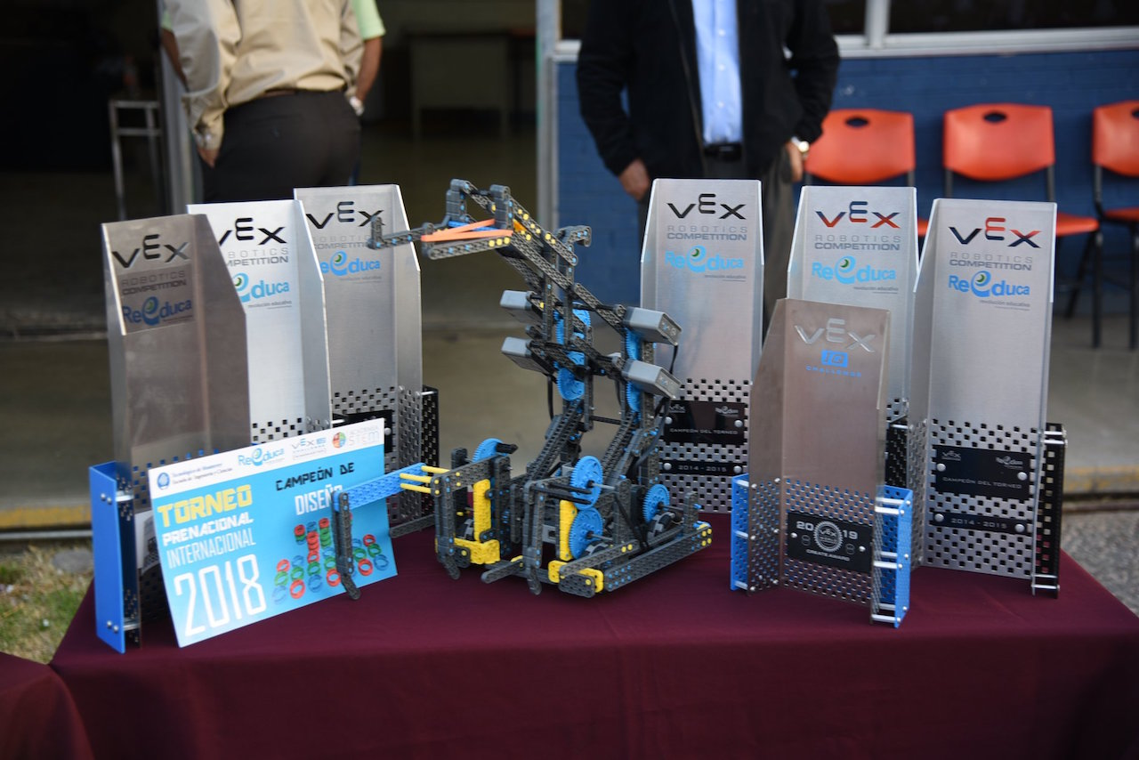 Estudiantes-mexicanos-campeonato-robotica-Durango-Secundaria
