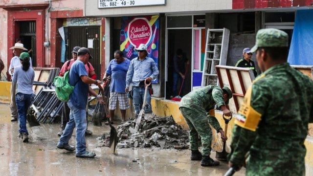 Foto: Elementos del Ejército mexicano limpias calles tras inundación en Matehuala, San Luis Potosí. El 31 de mayo de 2019