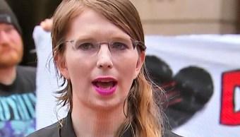 Foto: Chelsea Manning habla con periodistas afuera del tribunal federal de EEUU. El 16 de mayo de 2019