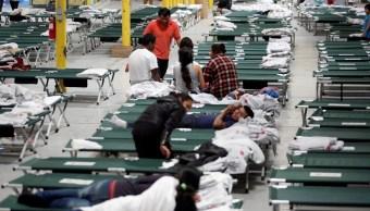 Foto: Un grupo de migrantes liberados por ICE descansan en un refugio en El Paso, Texas, EEUU. El 24 de abril de 2019