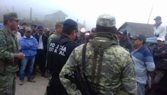 Foto: Campesinos retienen a militares y policías estatales en Guerrero