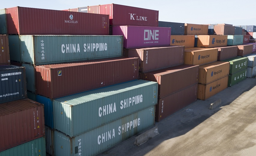 Foto: China Shipping Company y otros contenedores están apilados en la terminal de Virginia International en Portsmouth, en Virginia, EEUU. El 10 de mayo de 2019