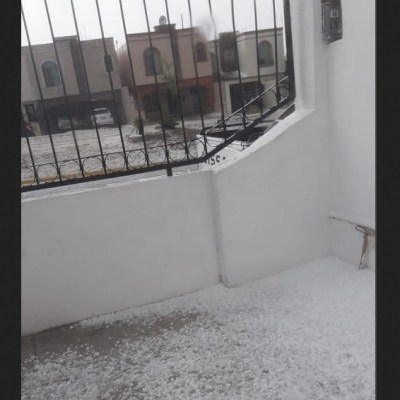 Intensa lluvia y granizada provoca encharcamientos en Saltillo, Coahuila