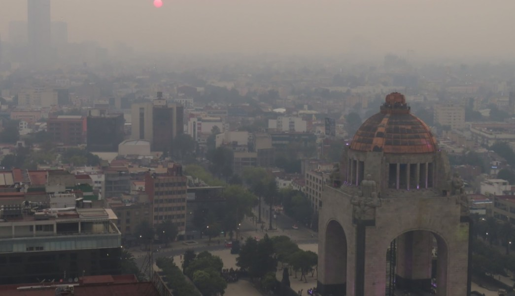 Foto: Incendios en la Ciudad de México dejan humo a los capitalinos, mayo 12 de 2019 (Twitter: @paw)