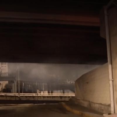 Bomberos de CDMX rescatan de incendio a hombre en situación de calle