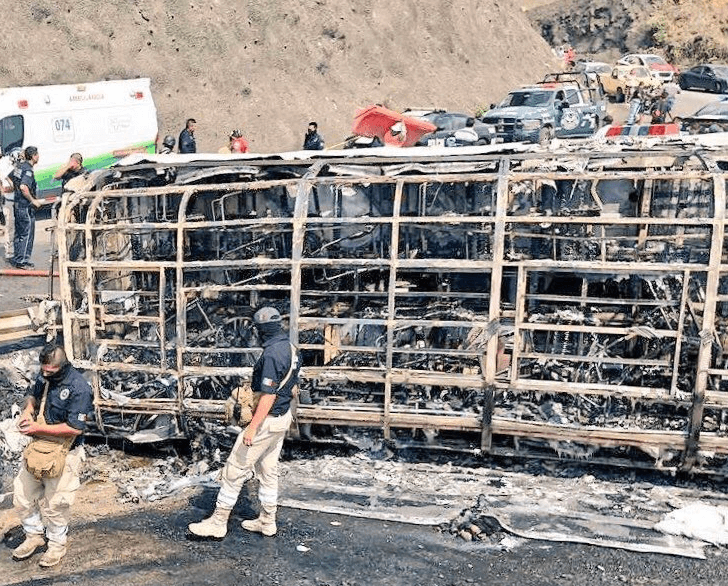 Incendio de autobús de pasajeros en Veracruz deja 21 muertos