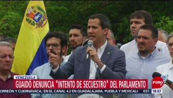 FOTO: Juan Guaidó denuncia 'toma militar' de Asamblea Nacional