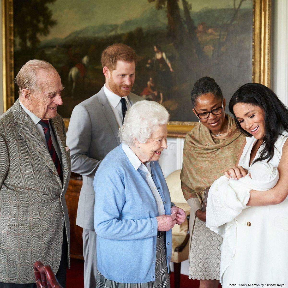 Foto La reina Isabel II conoce a su bisnieto Archie 8 mayo 2019