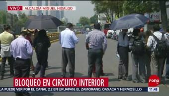 Manifestantes cierran lateral de Circuito Interior en CDMX
