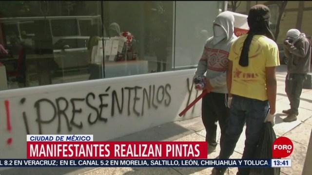 Manifestantes realizan pintas en la Ciudad de México