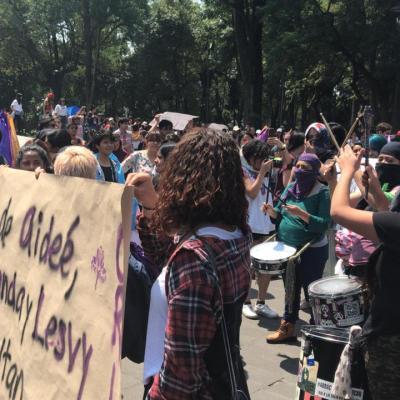 Marchan estudiantes de la UNAM por casos Aideé Mendoza y Lesvy Rivera